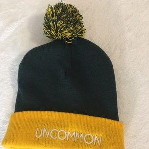 """UO student """"uncommon"""" beanie"""